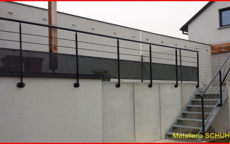 Escalier extérieur avec gardes corps sur terrasse béton - MÉTALLERIE SCHUHPAINT