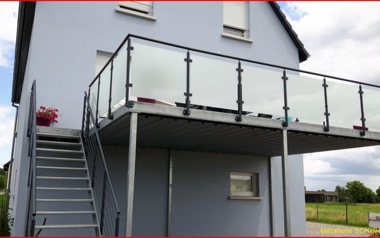 Terrasse sur pilotis avec gardes corps vitrage blanc - MÉTALLERIE SCHUHPAINT